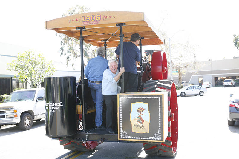 Leno takes me for a ride. When Jay chugs out onto the streets of downtown Burbank piloting his 1906 tractor, everyone listens. Car alarms sound, people scamper from offices, cell phones are activated and babies maturely request authenticatable autographs.